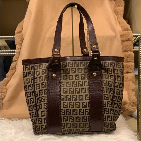 Beautiful vintage Fendi shoulder bag